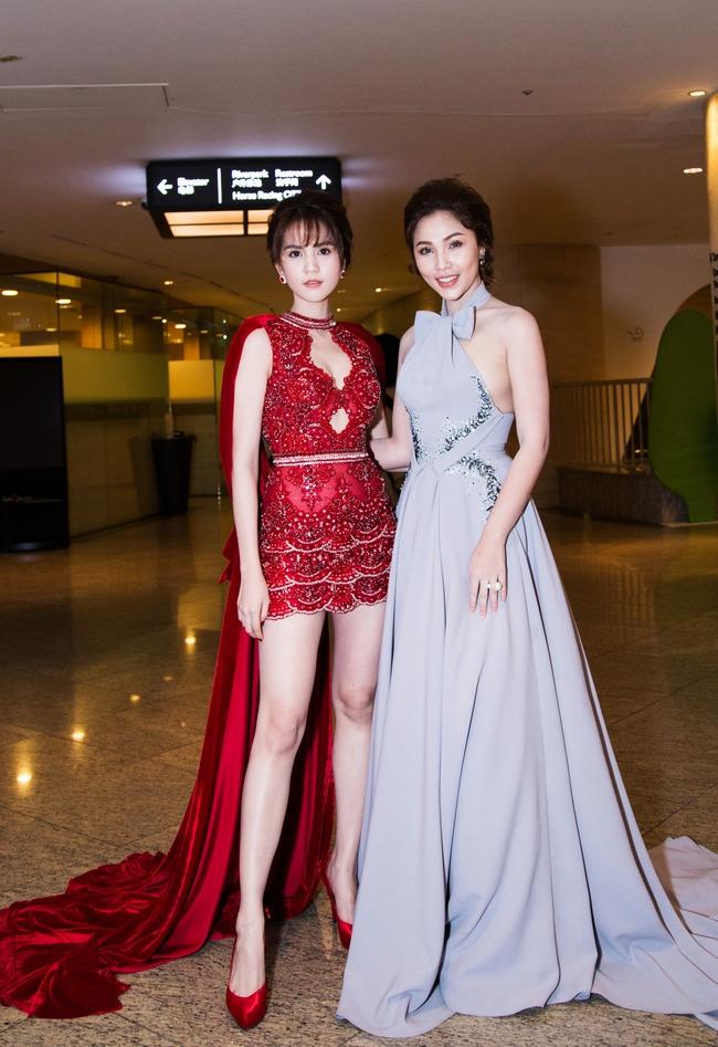 Ngọc Trinh khoe chân trắng nõn, được BTC tặng hoa trên sân khấu Hoa hậu Hàn Quốc 2016 - Ảnh 12.