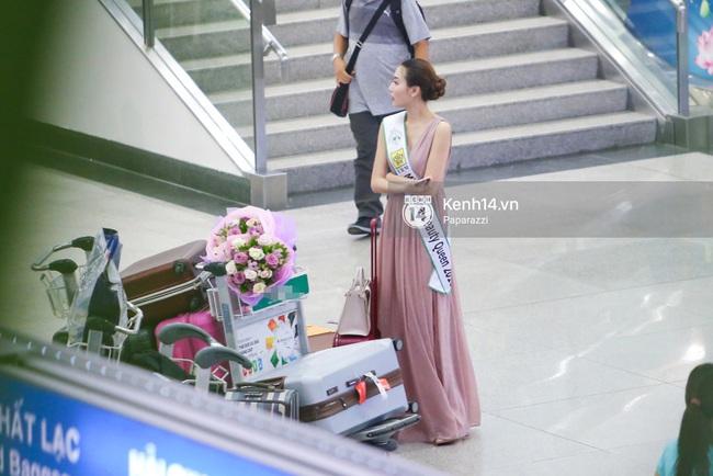 Nữ hoàng sắc đẹp toàn cầu Ngọc Duyên đội vương miện, xúc động bên gia đình trong ngày về nước - Ảnh 7.
