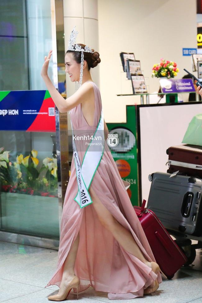Nữ hoàng sắc đẹp toàn cầu Ngọc Duyên đội vương miện, xúc động bên gia đình trong ngày về nước - Ảnh 12.