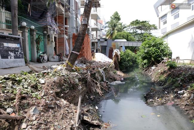 Cận cảnh dòng kênh được nạo vét để giúp sân bay Tân Sơn Nhất thoát ngập - Ảnh 9.
