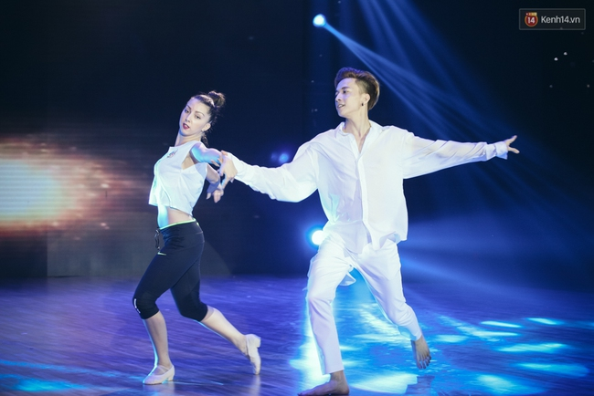 Ngoc Trinh sexy only then, balancing both staging Star Dance Universe!  - Photo 19.