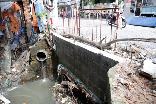 Cận cảnh dòng kênh được nạo vét để giúp sân bay Tân Sơn Nhất thoát ngập - Ảnh 13.