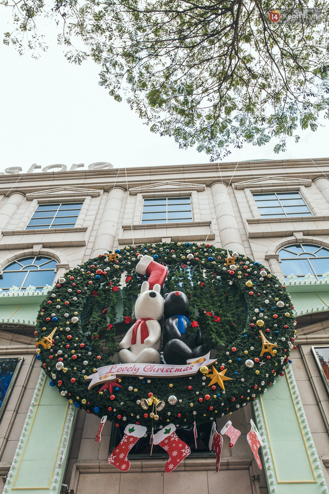 Có thể bạn không để ý, Sài Gòn đã đẹp lộng lẫy và ngập tràn không khí Giáng Sinh rồi - Ảnh 15.