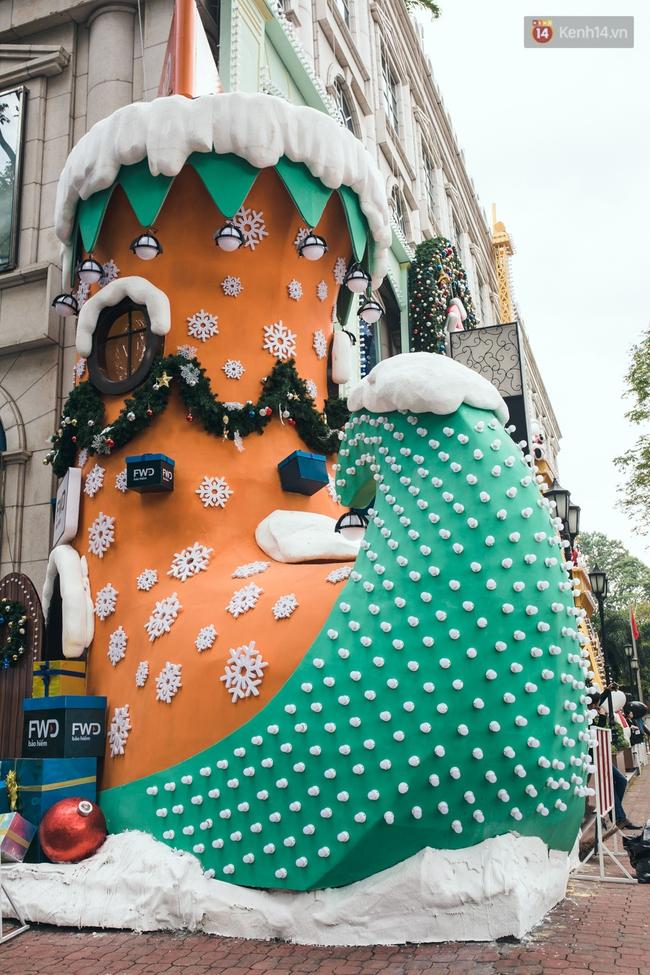 Có thể bạn không để ý, Sài Gòn đã đẹp lộng lẫy và ngập tràn không khí Giáng Sinh rồi - Ảnh 14.
