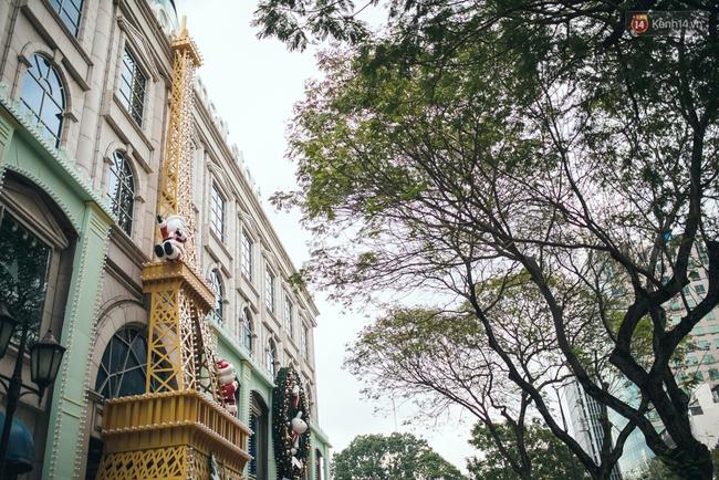Có thể bạn không để ý, Sài Gòn đã đẹp lộng lẫy và ngập tràn không khí Giáng Sinh rồi - Ảnh 13.