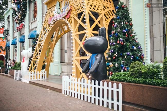 Có thể bạn không để ý, Sài Gòn đã đẹp lộng lẫy và ngập tràn không khí Giáng Sinh rồi - Ảnh 11.