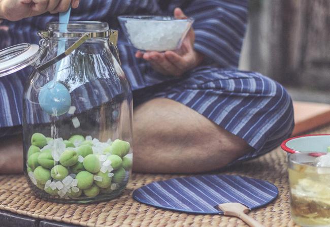 Theo chân người Nhật xem bí quyết ngâm rượu mơ nổi tiếng - Ảnh 5.