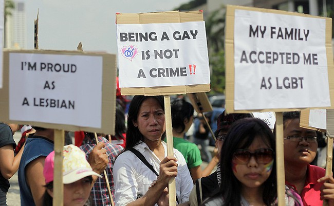 Indonesia: Các cặp đôi đồng tính đăng ảnh hôn nhau lên Facebook sẽ bị đi tù - Ảnh 1.