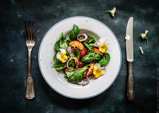 Ăn uống thế nào để giảm cân nhanh mà vẫn lên cơ săn chắc? - Ảnh 2.