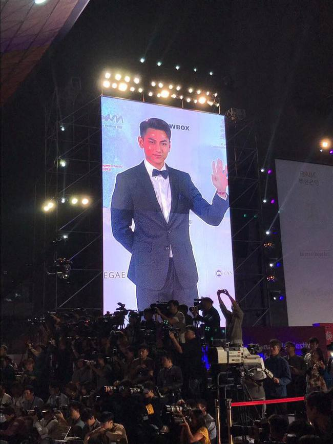 Isaac điển trai sải bước trên thảm đỏ liên hoan phim quốc tế Busan cùng dàn sao Hàn đình đám - Ảnh 3.
