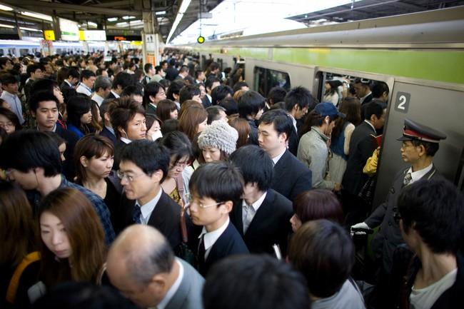 3 lý do vì sao người Nhật không sử dụng điện thoại di động khi đi tàu điện ngầm - Ảnh 2.