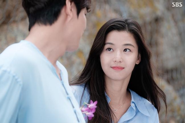 Cặp đôi Huyền thoại biển xanh Jeon Ji Hyun - Lee Min Ho: Đẹp, giàu, đến người yêu cũng khủng - Ảnh 8.