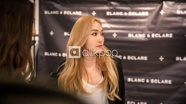 Jessica đẹp lạ bên Krystal, bạn trai đại gia cũng có mặt ủng hộ - Ảnh 4.