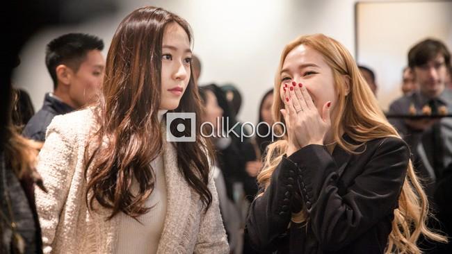 Jessica đẹp lạ bên Krystal, bạn trai đại gia cũng có mặt ủng hộ - Ảnh 7.
