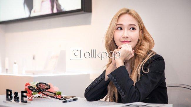 Jessica đẹp lạ bên Krystal, bạn trai đại gia cũng có mặt ủng hộ - Ảnh 20.
