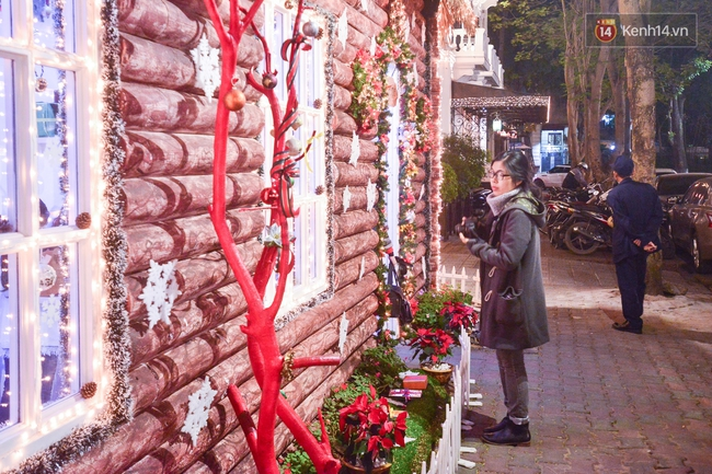 Chùm ảnh: Không khí Giáng Sinh đã ngập tràn khắp các ngõ phố Hà Nội - Ảnh 8.