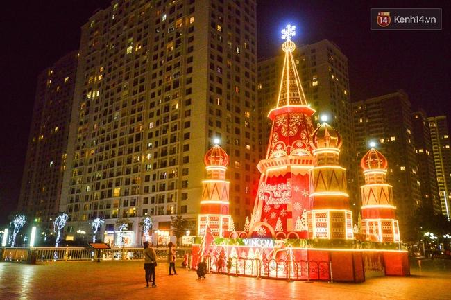 Chùm ảnh: Không khí Giáng Sinh đã ngập tràn khắp các ngõ phố Hà Nội - Ảnh 6.