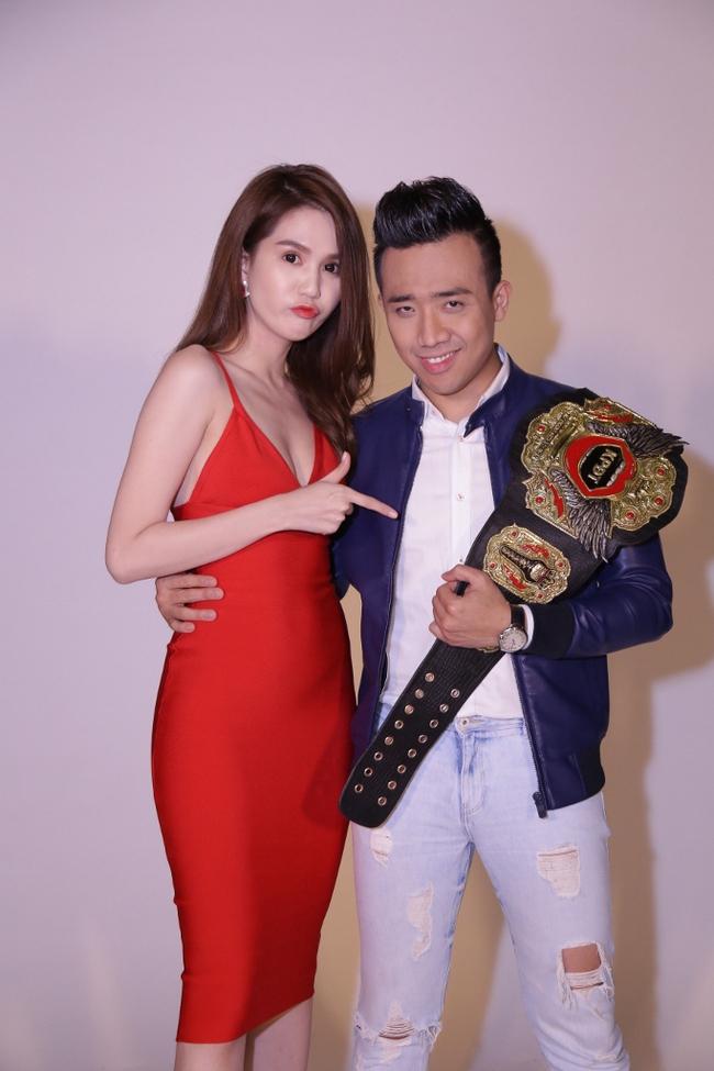 Ngọc Trinh sexy làm host bên Trấn Thành trong show truyền hình mới - Ảnh 5.