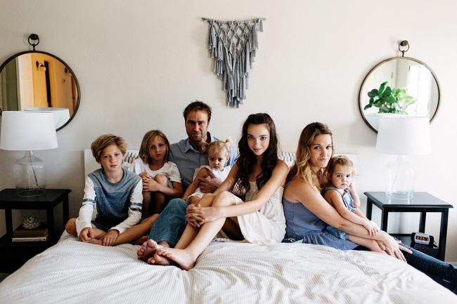 Có một gia đình mà 7 người, từ lớn đến bé ai cũng đẹp như người mẫu!
