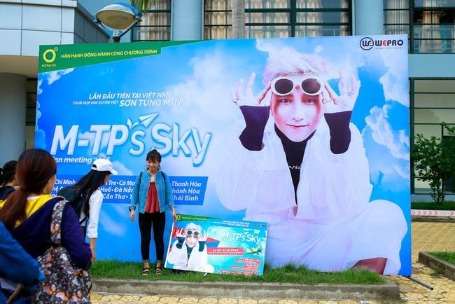 """Sơn Tùng M-TP....công khai """"người ấy"""" với Sky 1"""