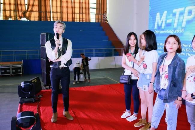 """Sơn Tùng M-TP....công khai """"người ấy"""" với Sky 10"""