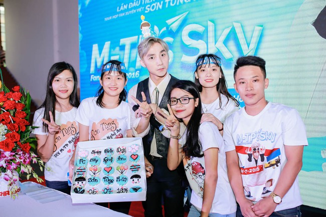 """Sơn Tùng M-TP....công khai """"người ấy"""" với Sky 13"""
