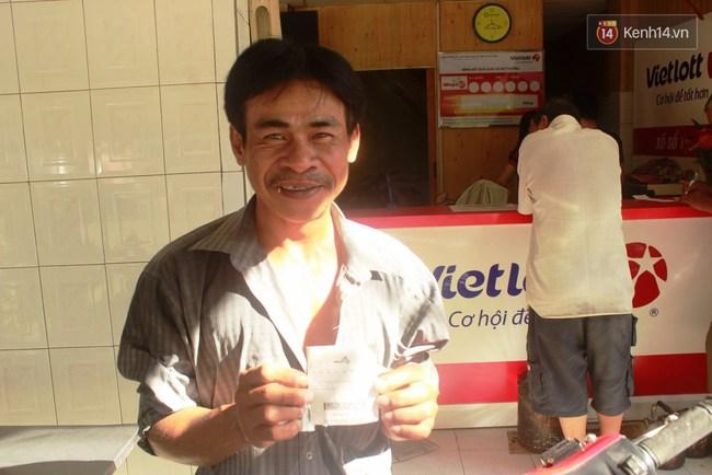 Người Sài Gòn hào hứng trải nghiệm vé số tự chọn giải thưởng 12 tỷ lần đầu ra mắt - Ảnh 3.