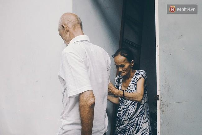 Vợ Việt chồng Tây hơn 20 năm lang thang Sài Gòn, bán vé số nuôi con trai thiểu năng - Ảnh 10.