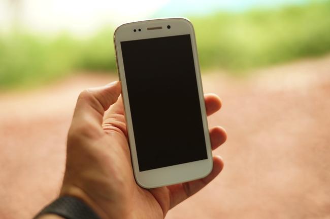 Kì lạ chiếc smartphone cho phép... thổi để mở khóa - Ảnh 2.