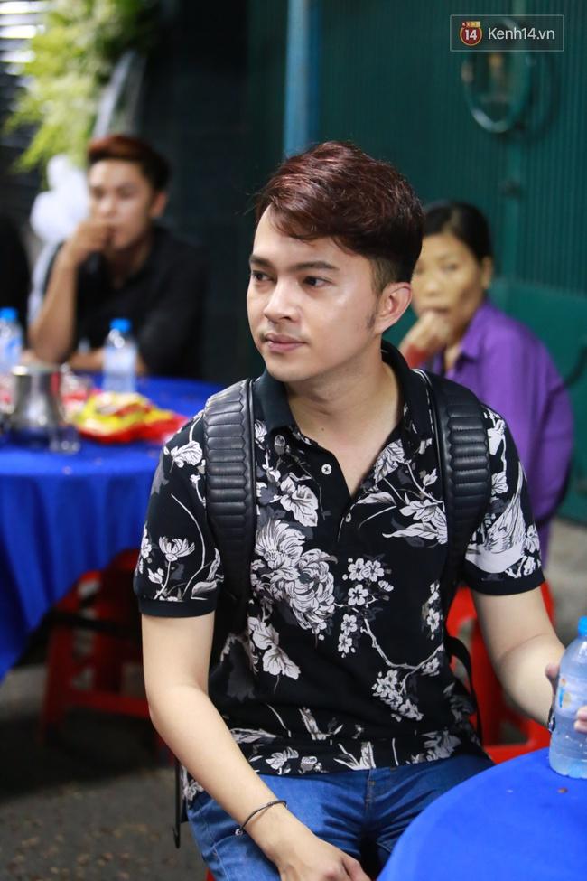 Mặc trời mưa, Noo Phước Thịnh, Minh Hằng cùng dòng người vẫn tới tiễn đưa Minh Thuận - Ảnh 34.