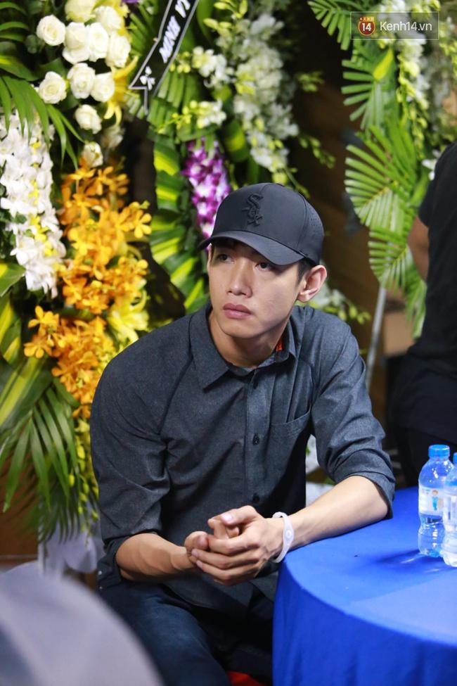 Mặc trời mưa, Noo Phước Thịnh, Minh Hằng cùng dòng người vẫn tới tiễn đưa Minh Thuận - Ảnh 36.