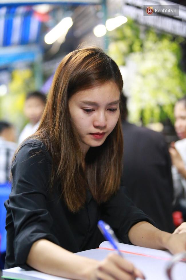 Mặc trời mưa, Noo Phước Thịnh, Minh Hằng cùng dòng người vẫn tới tiễn đưa Minh Thuận - Ảnh 17.