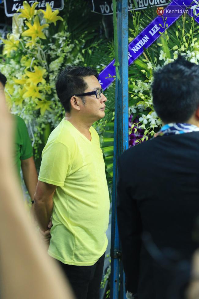 Mặc trời mưa, Noo Phước Thịnh, Minh Hằng cùng dòng người vẫn tới tiễn đưa Minh Thuận - Ảnh 37.