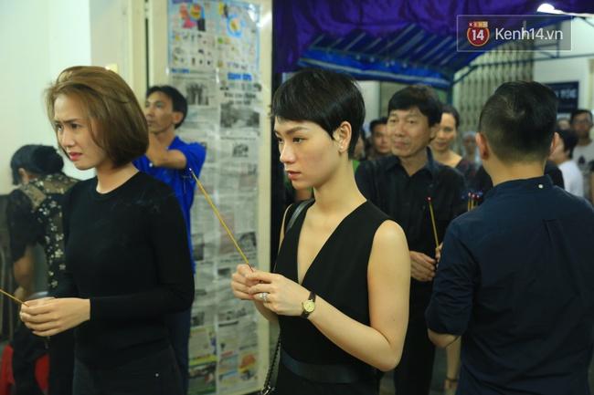 Mặc trời mưa, Noo Phước Thịnh, Minh Hằng cùng dòng người vẫn tới tiễn đưa Minh Thuận - Ảnh 5.