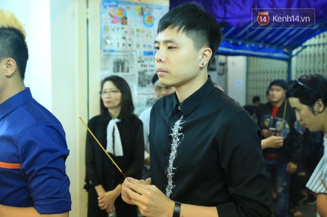 Mặc trời mưa, Noo Phước Thịnh, Minh Hằng cùng dòng người vẫn tới tiễn đưa Minh Thuận - Ảnh 6.