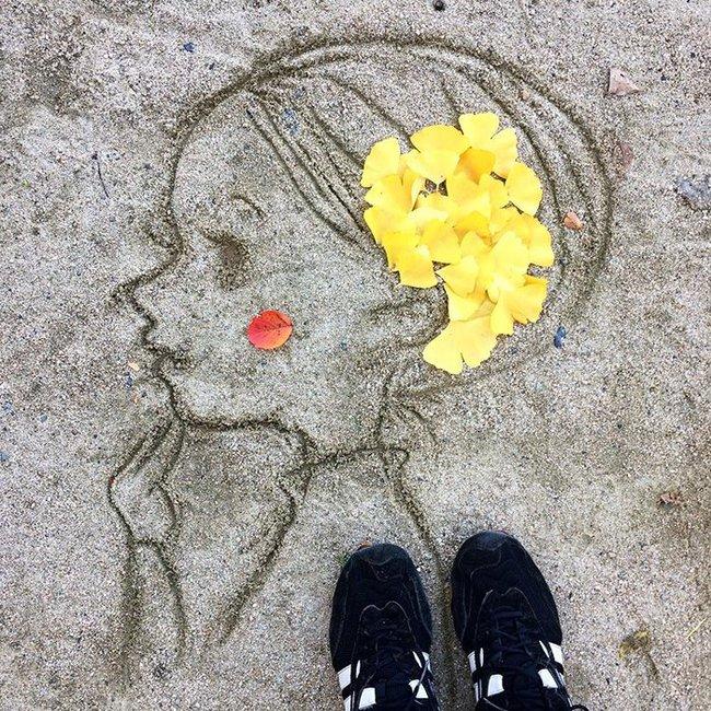 Tuyển tập những bức tranh tuyệt đẹp được vẽ nên từ lá vàng rơi và chổi - Ảnh 21.
