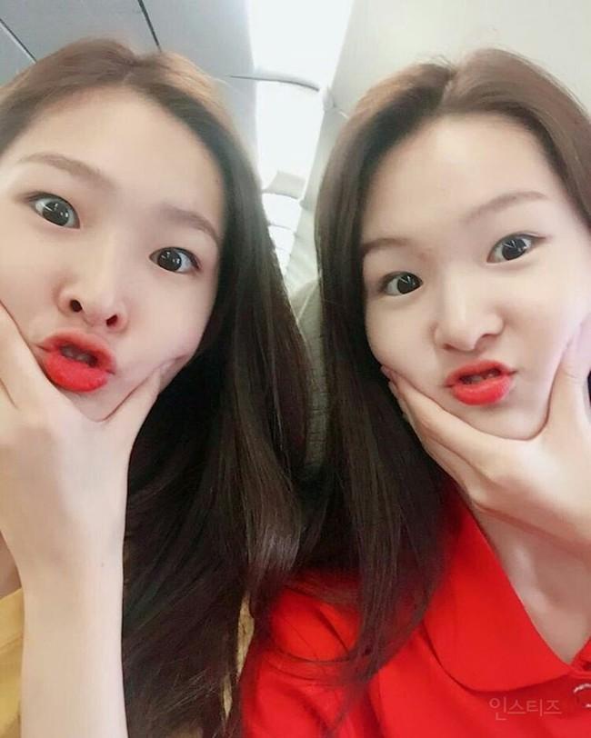 Cặp mẫu sinh đôi nhà YG khiến netizen đảo điên vì quá đẹp! - Ảnh 18.