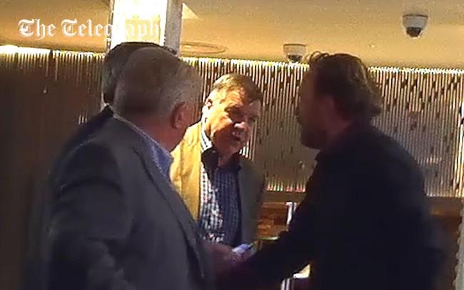 LĐBĐ Anh chính thức sa thải HLV Sam Allardyce sau bê bối nhận hối lộ - Ảnh 2.