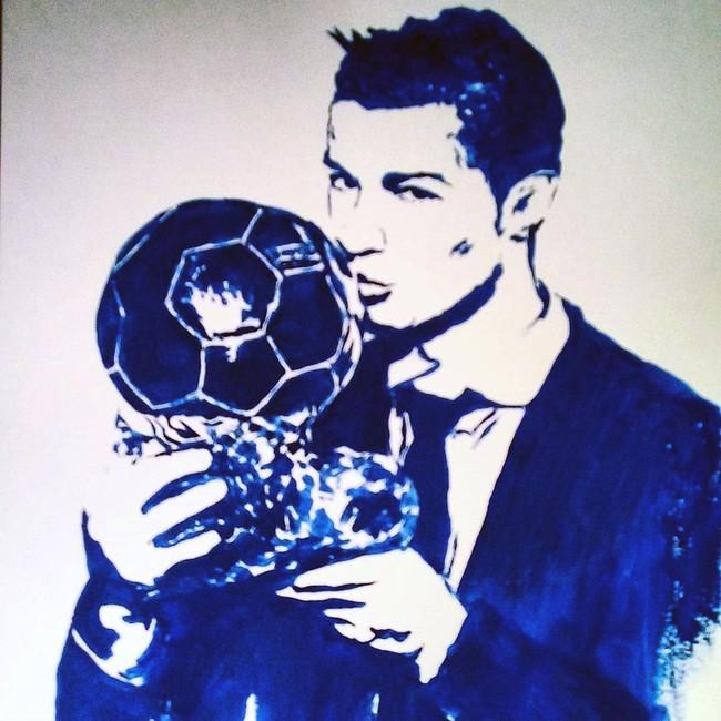 Nữ họa sĩ Irina vẽ Ronaldo bằng đôi gò bồng đảo - Ảnh 3.