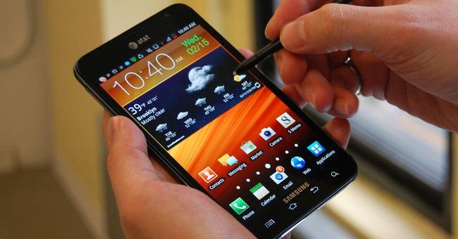 Hành trình ấn tượng của chiếc smartphone tới Apple cũng phải e dè - Ảnh 1.