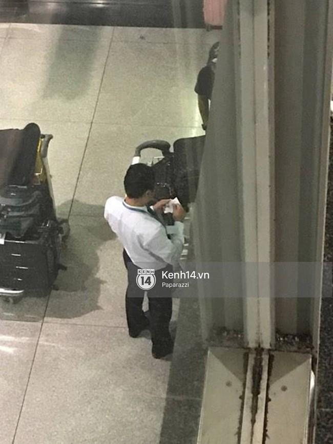 Ngọc Trinh gặp rắc rối với hành lý khi vừa về tới Việt Nam - Ảnh 6.