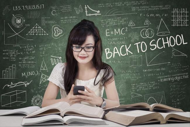 Nữ sinh muốn học lực kém, cứ việc nhắn tin nhiều lên