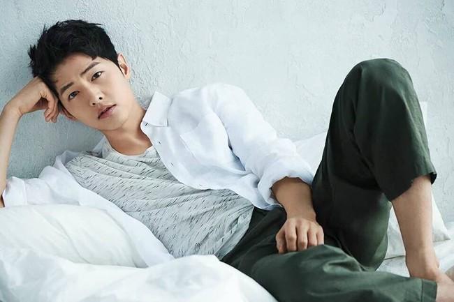 Song Joong Ki bỏ xa Kim Soo Hyun trong BXH sao nam hot nhất xứ Đài - Ảnh 1.