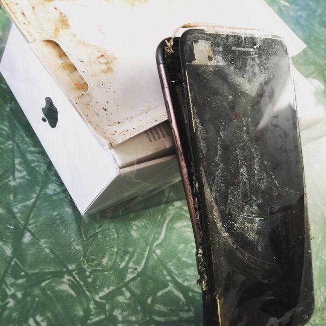 Hết Galaxy Note7, tới lượt iPhone 7 phát nổ - Ảnh 1.