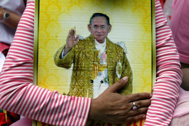 Quốc vương Thái LanBhumibol băng hà - Ảnh 1.