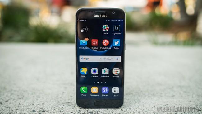 Tứ đại anh hùng smartphone tự sướng của năm 2016 - Ảnh 2.