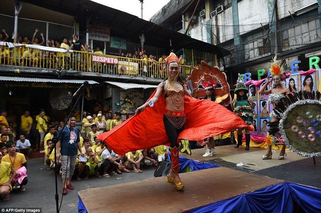 Tù nhân LGBT tại Philippines thả dáng trong cuộc thi sắc đẹp Hoa hậu hoàn vũ - Ảnh 1.