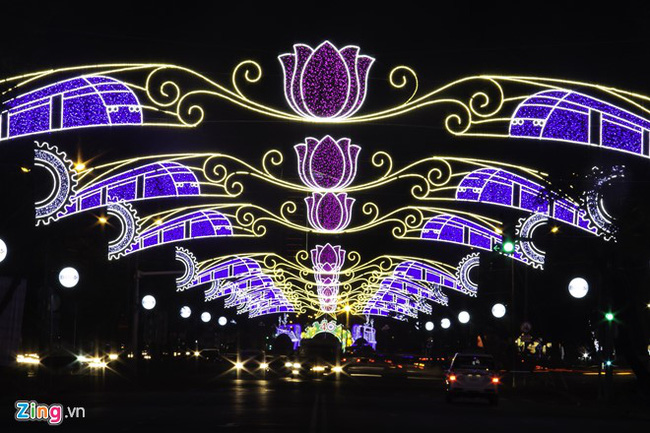 Sài Gòn đã thay đổi cách trang trí đường phố dịp Tết như thế nào trong 5 năm qua? - Ảnh 9.