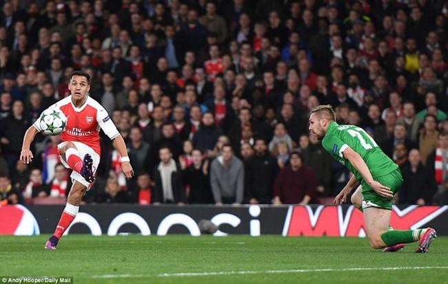 Oezil lập hat-trick, Arsenal lên ngôi đầu ở Champions League - ảnh 3