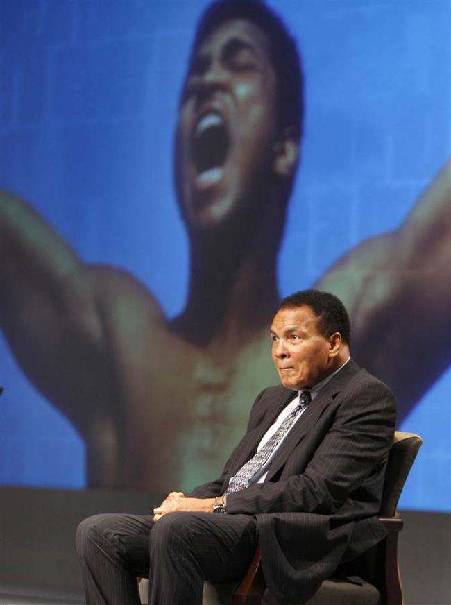 Nhìn lại sự nghiệp huy hoàng của tay đấm vĩ đại Muhammad Ali - Ảnh 12.